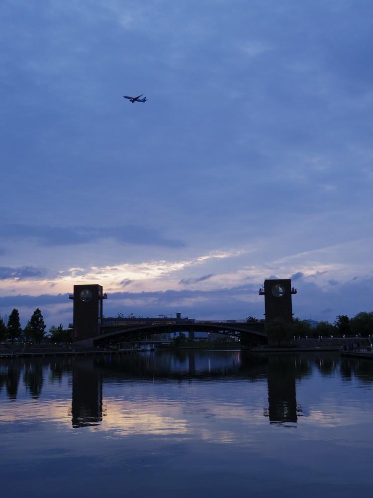 飛行機と天門橋