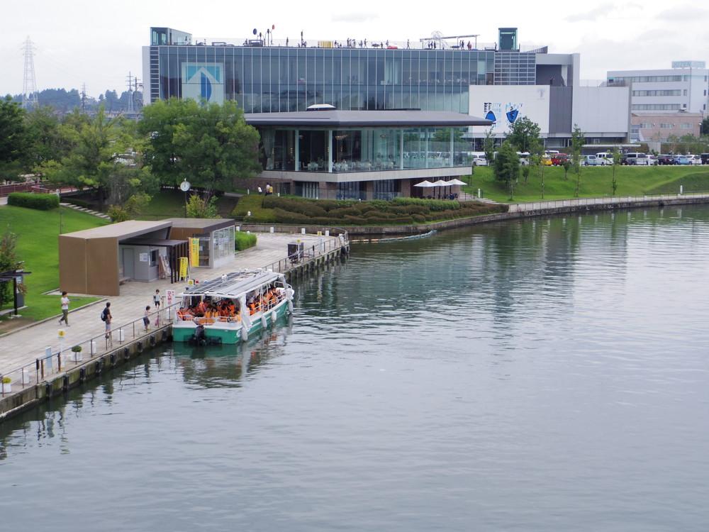 水上ラインの乗り場とレストラン