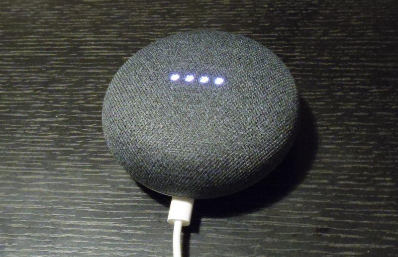 Google Home miniに電源をいれたところ