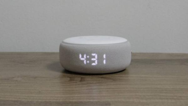 Echo Dotは時計付きがオススメ。